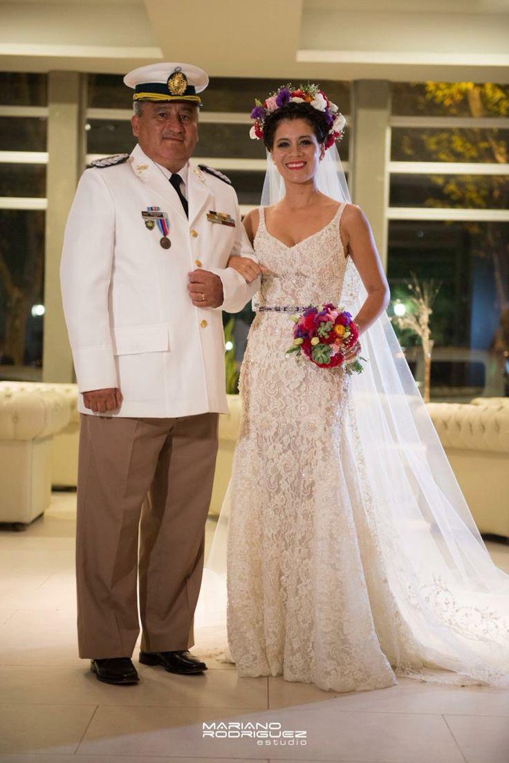 Vestido de novia Marisa Campanella. Tocado estilo Frida.
