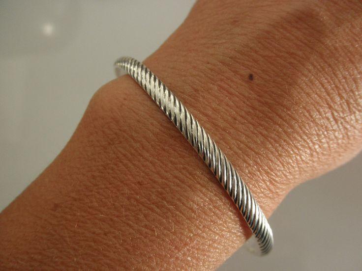 Bracelet manchette en argent sterling par lanuevapulseria sur Etsy https://www.etsy.com/fr/listing/98218831/bracelet-manchette-en-argent-sterling