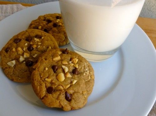 Weight Watchers Chocolate Chip Cookies  with Salted Peanuts (2 PointsPlus Value) & Milk