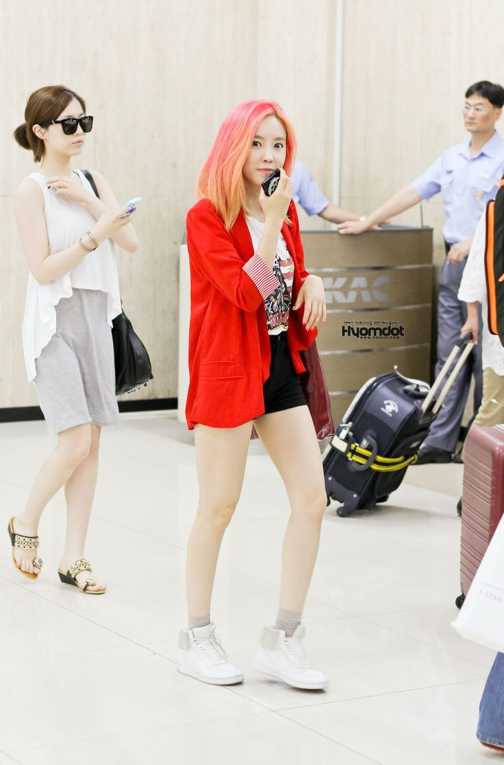 Come visit the biggest KPOP Fashion store in the world @ kpopcity.net !! T-ara HyoMin @ Airport