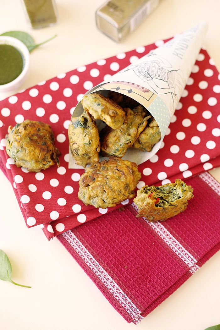 Delicious Vegan Spinach Fritters. A simple to make Indian recipe, full of veggies and gluten-free.