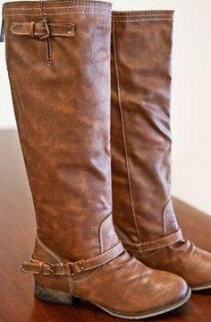Mangler: Flade brune langskaftede støvler