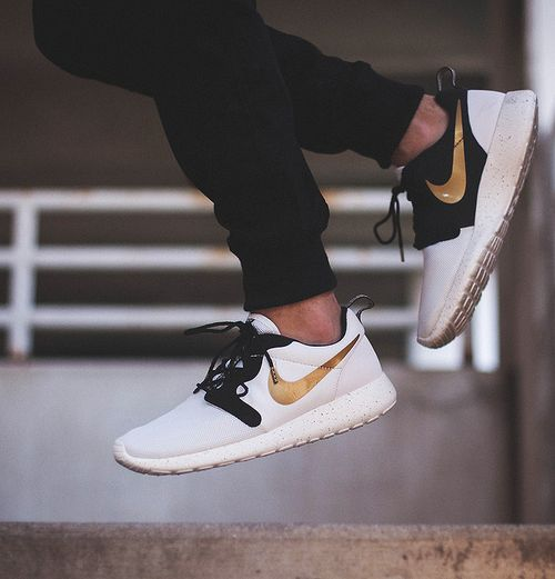 Nike Roshe Run Gold Beige