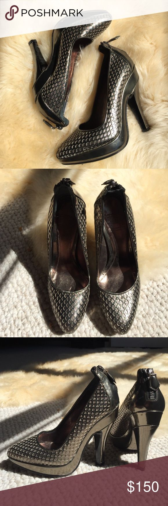BURBERRY Metallic Pumps Size 35 / 5 NWT🎉 *Authentic* Burberry Prorsum pumps 💖Purchased from a pop-up Burberry Outlet and never worn. They are a Size 35 and run a bit small. Could fit a Size 4, 4.5, or a small 5. At time of purchase, the shoes had already received a few marks and very minor wear on the sole from being tried on. If you'd like to see more pictures, please ask! 😊 Burberry Shoes Heels