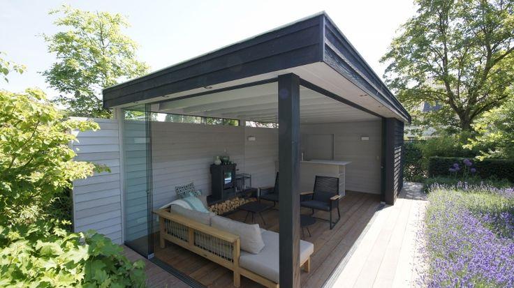 Tuinpaviljoen met 'zwevend' dak van Western Red Cedar met vlonder van Ipé en glazen schuifwand van Solarlux