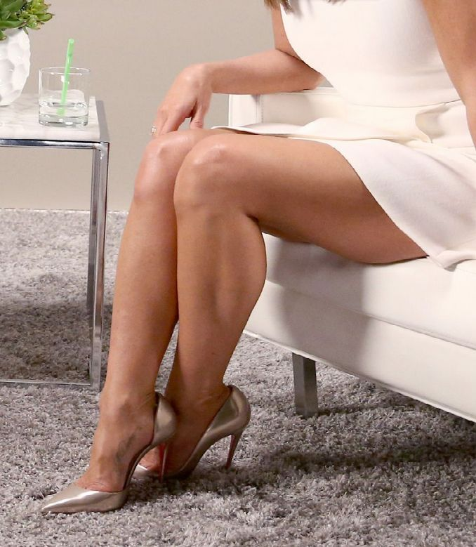 Jennifer Aniston Sexy Legs 89