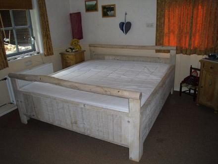 Bed, model Marjolein, hergebruikt hout, Eexterhout