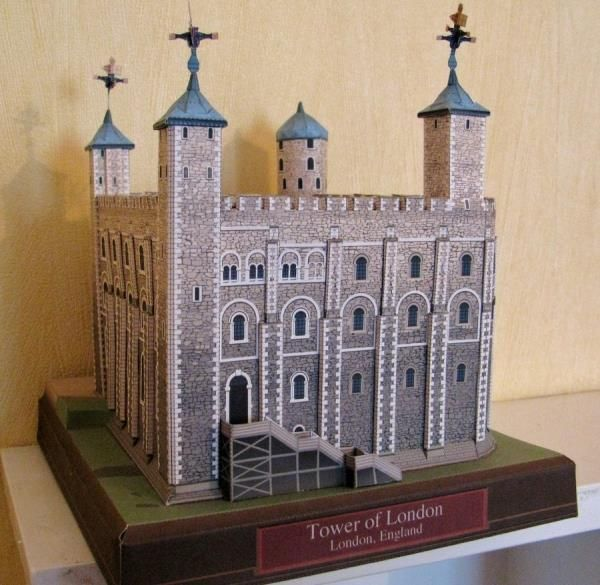 Tower Of London In England Paper Model - by T.Ichiyama / Canon      Model Assembled and Photo by Chelsea - via DeviantArt        The Real Thing  This beautiful paper model was created by Japanese designer T.Ichiyama for Canon website.