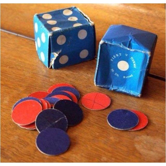 iskolai kezdő csomag - papír dobókocka - piros-kék korongok
