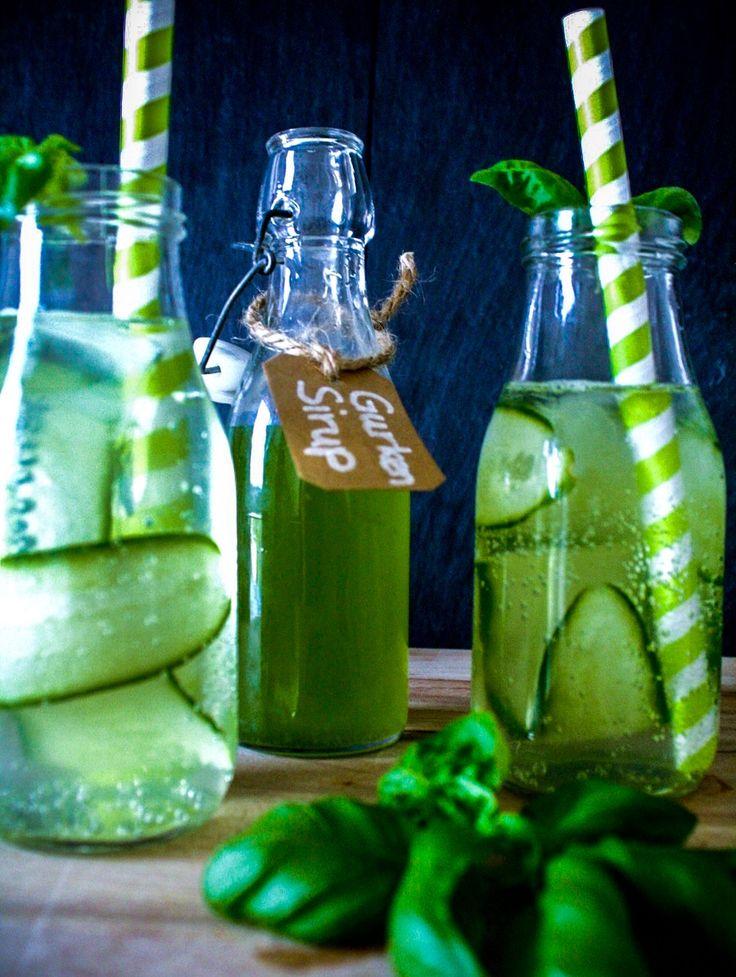 Gurkensirup aus dem ganz schnell super leckere Gurkenlimonade wird - perfekt auch zu Gin & Tonic - und super schnell gemacht! Gurkenlimo machen wir ab sofort einfach selber!  #einhäppchenliebe #foodblogger #gurkensirup #limonade #cucumber #lemonade