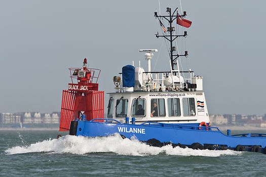 The Williams Shipping tug 'Wilanne' making her way past Calshot Spit