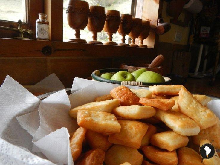 ¿Ya probaste el pebre con tortas fritas?