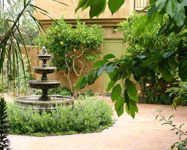 14 best images about fountains on pinterest for Italian courtyard garden design ideas