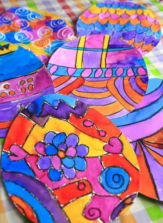 Crayon Resist Doodle Eggs! A fun and colourful way for kids to decorate Easter eggs without using real eggs!  Great art activity for toddlers, preschoolers and tweens. - Happy Hooligans