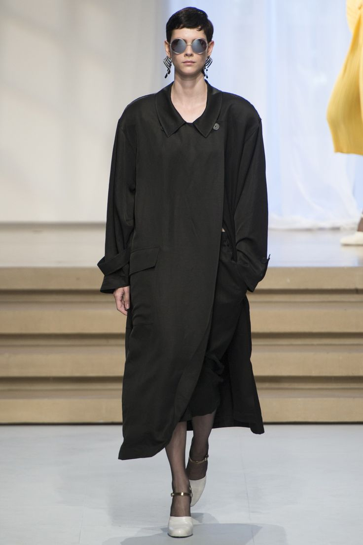 Jil Sander Spring 2017 Ready-to-Wear Collection Photos - Vogue
