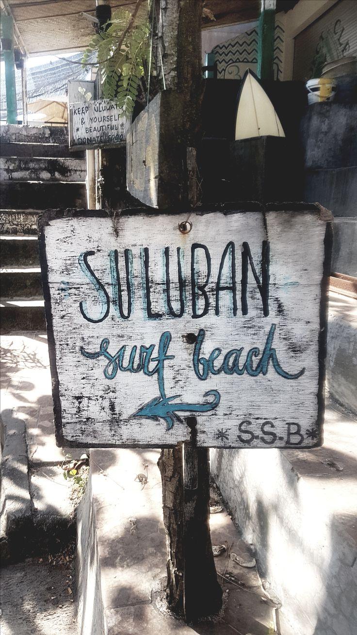 A Bali il y a aussi un super spot de surf à Uluwatu, grosse vagues et paysage à couper le souffle