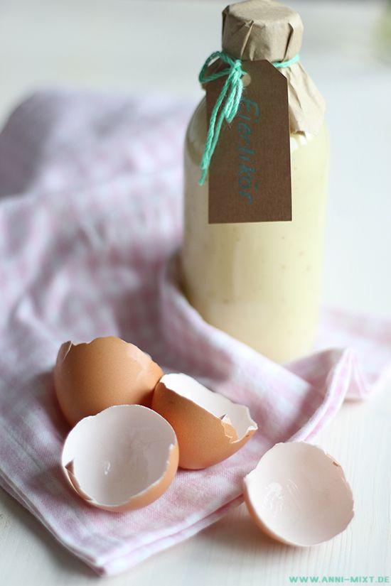 Für die Osterfeiertage und natürlich auch die Tage davor habe ich wieder einen kleinen Vorrat an Eierlikör gemacht.