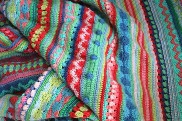 DIY Mixed stitch stripey blanket: Free crochet pattern and tutorial from little woollie.