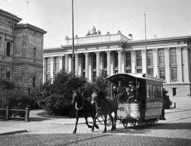 Helsinki, Finland. Hevosraitiovaunu 1890-luvulla Suomen Pankin edustalla. Photo: Nils Wasastjerna