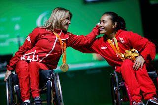 Paralimpian Indonesia yang merebut medali perunggu cabang angkat berat Ni Nengah…