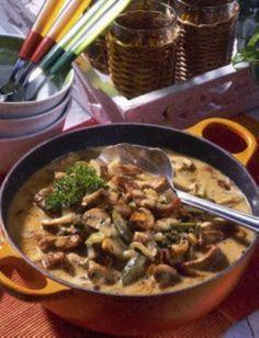 Das Rezept für Schnitzel-Pfeffer-Suppe à la Stroganoff und weitere kostenlose Rezepte auf LECKER.de
