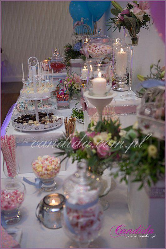 dekoracje kwiatowe Candy Baru w hotelu Brant, kompozycje kwiatowe, świece