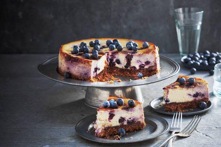 Kijk wat een lekker recept ik heb gevonden op Allerhande! Blauwe-bessencheesecake