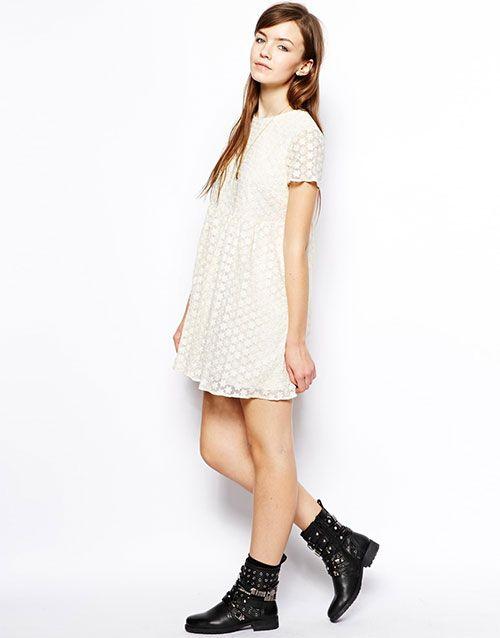 Creme Chuck Taylor Smock Daisy Embroidery Asos Collection kjoler - ModeJagten.dk