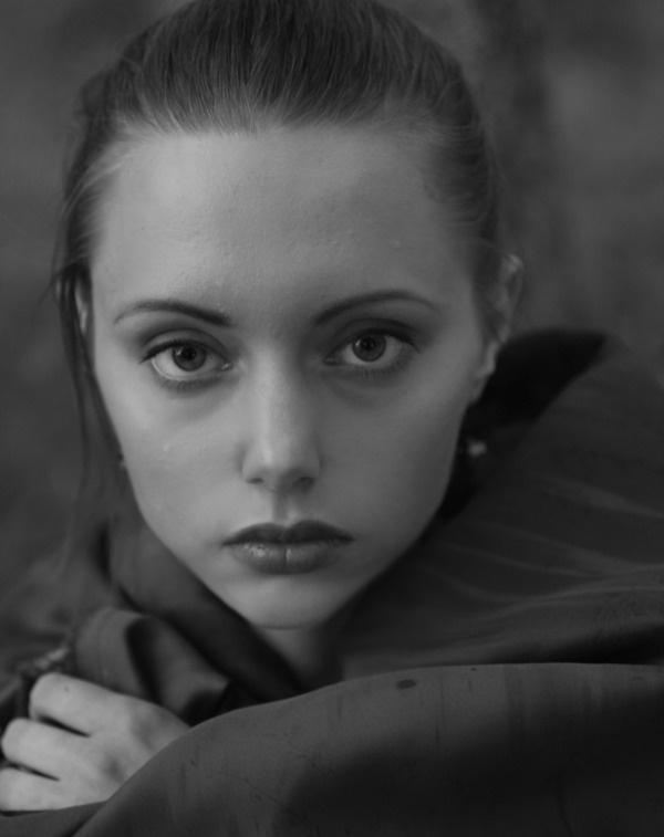 photos monohrome portraits by Valentina Popova, via Behance