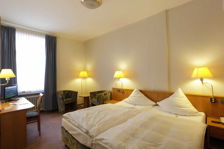 Doppelzimmer des Cityhotel Thüringer Hof Hannover  Osterstraße 37    Tel.: 0511 / 3606 0    Fax: 0511 / 3606 277    E-Mail: reservierung@thueringerhof.de  www.thueringerhof.de