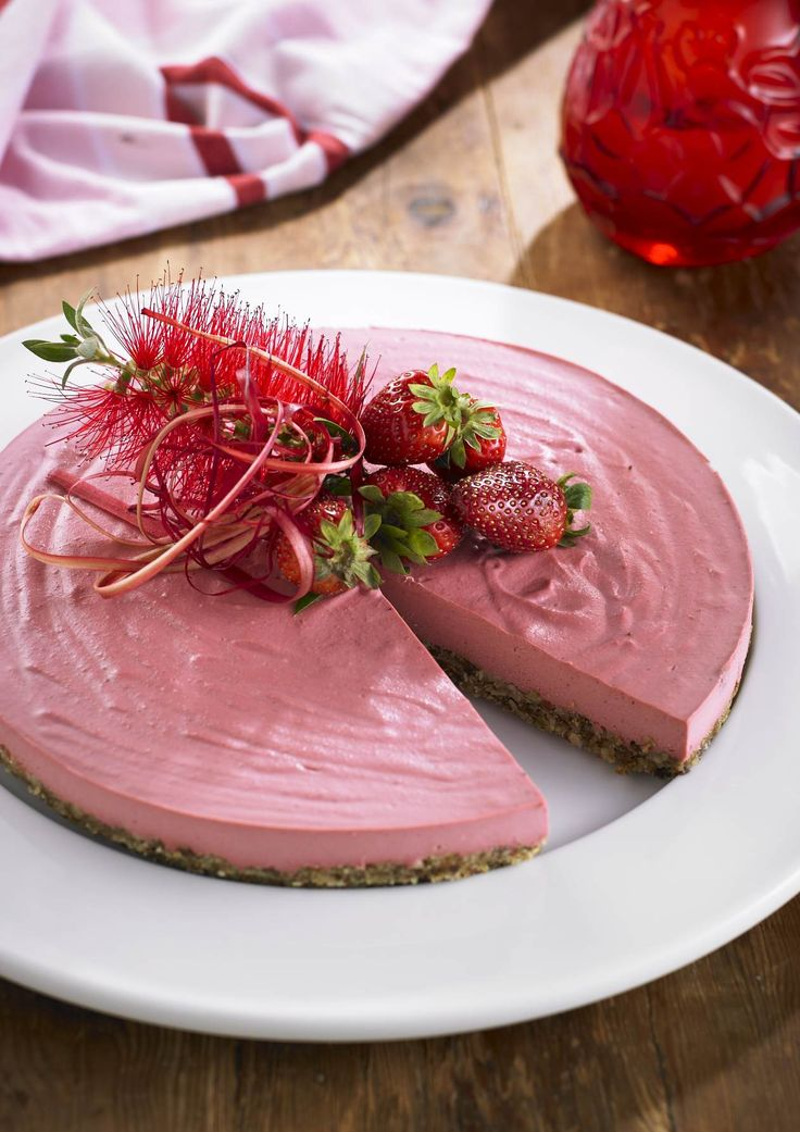 Strawberry Cream Pie | This strawberry delight is a gluten-free and dairy-free alternative to strawberry cheesecake. Isn't the color glorious? Fresh summer strawberries are a good source of Vitamin C, coupled with a base packed with nutrients your brain will love. If you have an allergy to strawberries, blueberries can be substituted. Serve yourself a small slice and savour every bite. | www.drlibby.com