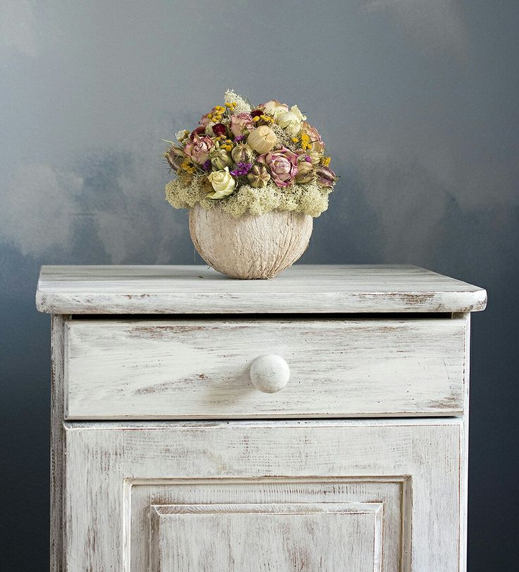 shabby roses bouquet, blue wall