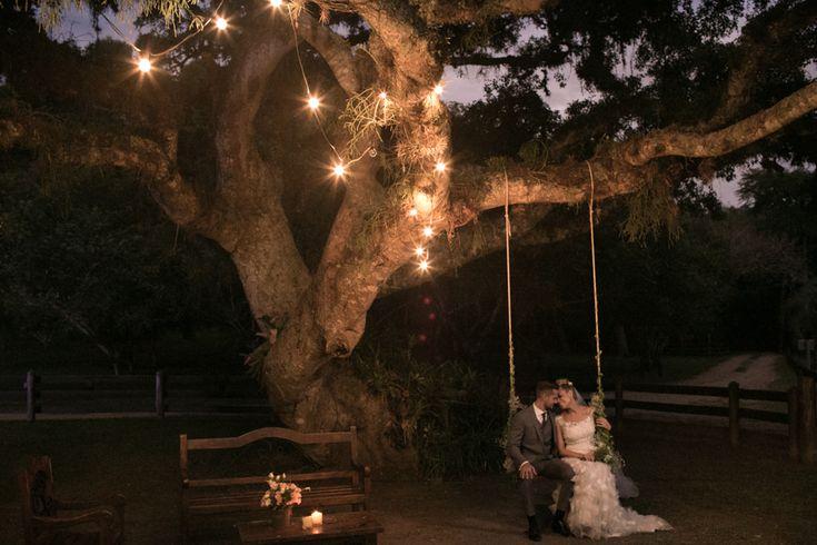 Casamento lindo no campo – Kadu e Livia http://lapisdenoiva.com/casamento-kadu-e-livia/ Foto: Sal da Terra Fotografia