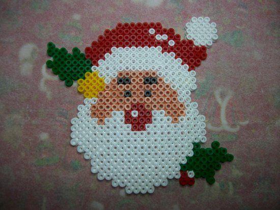 Papa noël 7 en perles hama  http://mes-petites-creations-13.skyrock.com/3237724221-Papa-noel-7-en-perles-hama.html