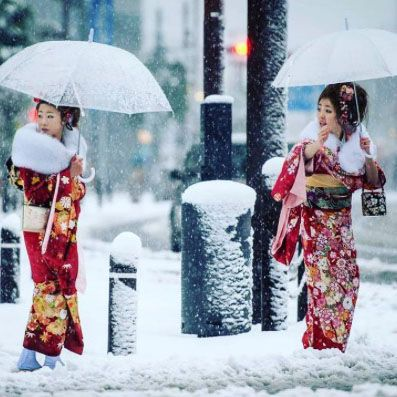 unbelievable photos show tokyos first november snow fall in 54 years