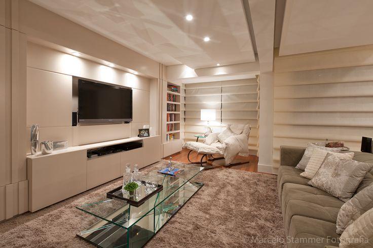 Sala de estar toda iluminada. Perfeita para reuniões com os amigos.