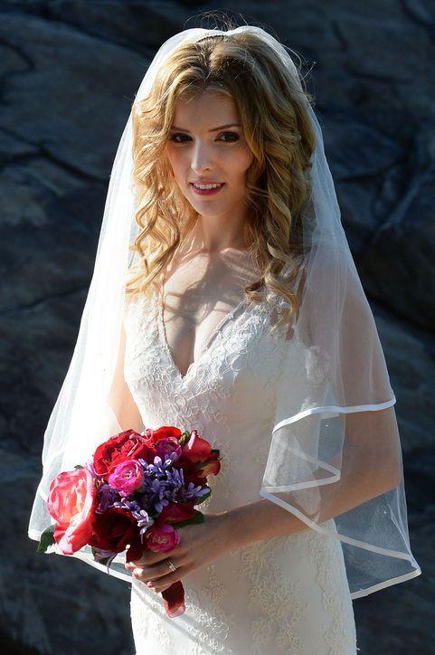 Must-See Wedding Style Inspiration: Anna Kendirck in a Wedding Dress.