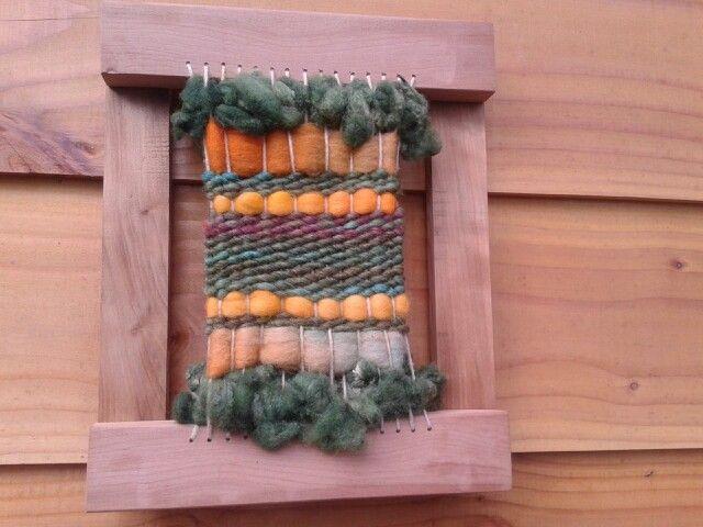 Telar en marco de rauli 30x25 tejido en lana