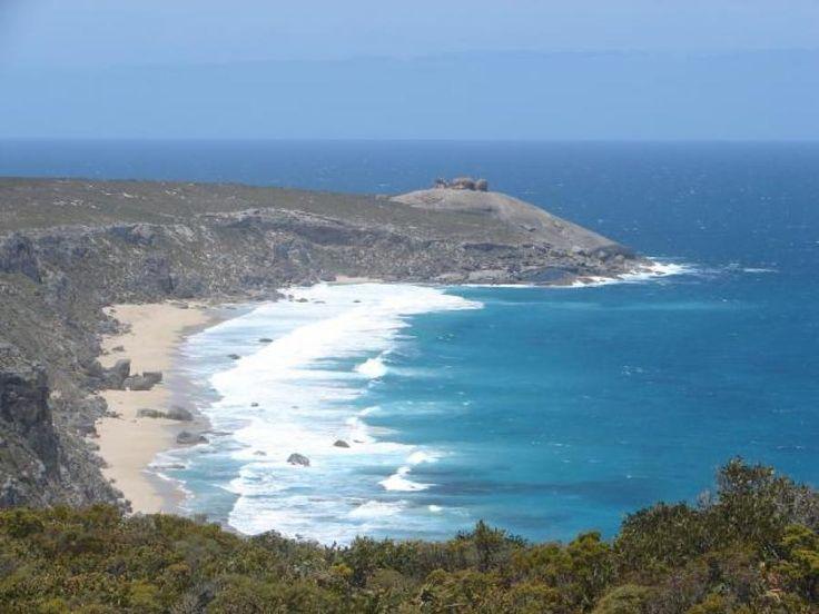 View onto the Remarkable Rocks on Kangaroo Island, Australia   Traveldudes.org