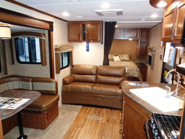 2016 New Jayco 24RBS JAY FLIGHT Travel Trailer in Illinois IL.Recreational Vehicle, rv, REAR BATHROOM UNIT THAT SLEEPS 4-6. LARGE REAR BATHROOM WITH TUB/SHOWER WITH SURROUND, SKYLIGHT, VENT, AND LARGE WARDROBE. U-DINETTE IN SLIDE-OUT; SOFA; KITCHEN WITH ALL THE AMENITIES. FRONT BEDROOM WITH QUEEN BED AND LOTS OF STORAGE. ALSO INCLUDED -- 13.5K ROOF A/C, 2 - 30# LP BOTTLES WITH ABS COVER, 6 GAL. G/E DSI WATER HEATER, CABLE/SATELLITE TV HOOKUP, DIGITAL TV ANTENNA, OUTSIDE SHOWER, POWER TONGUE…