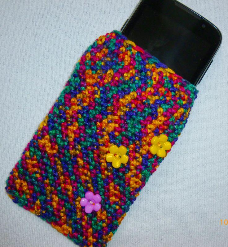 Obal na telefon Obal je vhodný pro velikosti telefonů cca. 7-8x12 cm. Vyrobený z vícebarevné bavlněné příze. Zdobený.