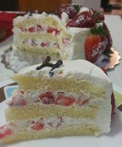 Asian Birthday Cake (Korean Saeng Cream Cake)  Recipe on http://www.bakingalchemy.com/jenns-go-to-asian-bakery-style-cake-part-ii-filling-frosting-and-decorating/