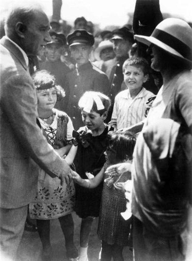 Türkiye Cumhuriyeti'nin kurucusu büyük önder Mustafa Kemal Atatürk'e ait fotoğraflar Ankara Üniversitesi Türk İnkılâp Tarihi Enstitüsü Arşivi'nden..