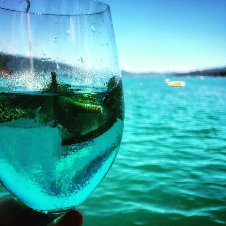 #enjoying #life mit meinem #Wörthersee #Hugo ❤️ #thefinerthingsinlife #qualitytime #luxuryblog #luxurylife #luxurylifestyle #luxus #urlaub #holiday #instagood #instamood #instatravel #travel #feelgood #summer #austria #österreich #Velden #drinks #slurp #picoftheday #bluecuracao #summer #feelgood #travel