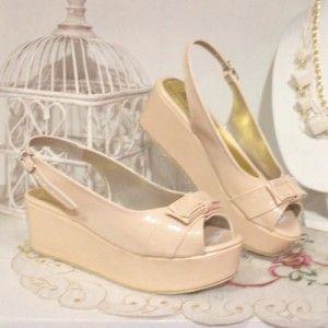Sepatu Wedges Sisilia Krem IDR 237.000 SIZE 36-40 Hubungi Customer Service kami untuk pemesanan : Phone / Whatsapp : 089624618831 BBM : 79EE2480 Line: Slightshoes Email : order@slightshop.com