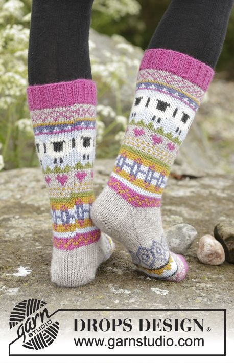 "Sleepy Sheep - Knitted DROPS socks with multi-colored pattern in ""Karisma"". - Free pattern by DROPS Design"