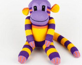 Articles similaires à Jouet de peluche bébé animaux enfants anniversaire cadeau chaussette la main Cheshire Cat Kitty sur Etsy