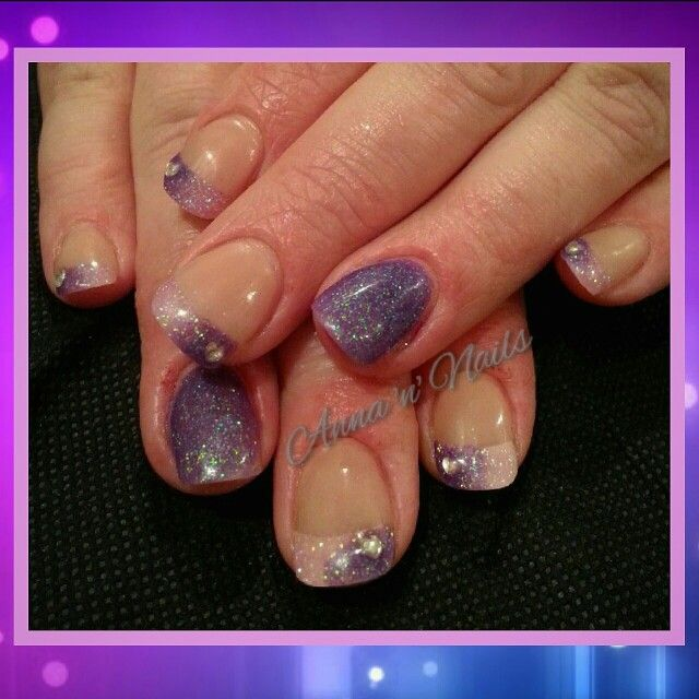 #colouredtips #frenchset #surmanti #acrylic #ideas #playfulness #blending #littlehearts #bling #happyclient #annannails