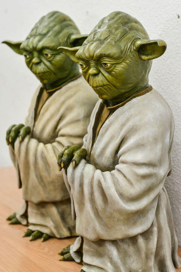 """Una amiga hace esculturas de Yoda DE CUERPO COMPLETO (de Star Wars), muy realistas y llamativas. No hay dos exactamente iguales. Tienen hasta pelo con medida real de 66 cm de altura.. Es un regalo ideal para los que nos llama la atención """"La Guerra de las Galaxias"""". El precio es de 600 € + portes. El que esté interesado-a que envie un mail a:  susanamoel@yahoo.es  Animaté es un regalo ORIGINAL que nadie tiene y con el que puedes quedar GENIAL!!:+1::heart_eyes:"""