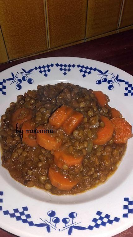 La meilleure recette de Lentilles aux carottes! L'essayer, c'est l'adopter! 5.0/5 (3 votes), 4 Commentaires. Ingrédients: _ 400 gr de lentilles vertes _ 4 cuisses de poulet _ 1 oignon _ 3 gousses d'ail _ 4 cs d'huile d'olive _ 4 belles carottes coupées en rondelles _ de l'eau _ 1cc de cumin _ 1 cc de paprika _ 2 cs de concentré de tomate _ sel et poivre